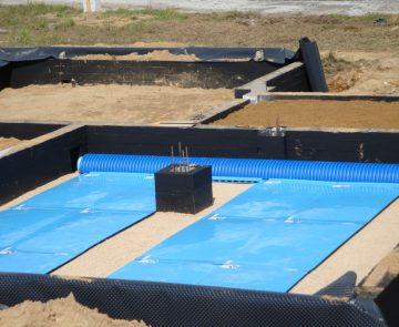 Gruntowy płytowy wymiennik ciepła w trakcie budowy